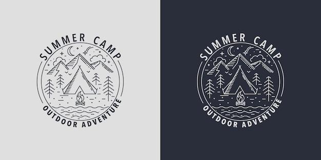 Obóz letni badges.logo dla działań kempingowych w przyrodzie. godło dla harcerza z namiotem, ogniskiem, górą, rzeką i lasem. czas na zabawę i programy aktywności w wakacje letnie. ilustracja wektorowa.