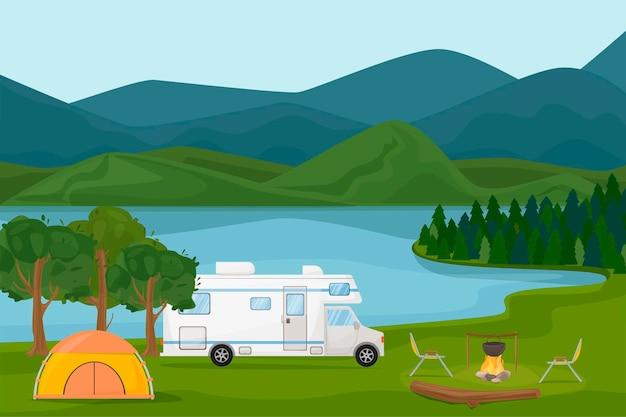 Obóz letni . przyczepa kempingowa kamper przy ognisku z namiotem, drewnem, kotłem, stołem. krajobraz nad jeziorem i górami. letnie wakacje, kemping, podróże, wycieczki, piesze wycieczki, wektor ilustracja kreskówka.
