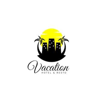 Obrazkowe logo z budynkami palmowymi i koncepcją zachodu słońca dla hoteli wakacyjnych i innych