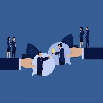 Obsługa klienta biznesowego daje pomysł na rozwiązywanie problemów za pomocą czatu bąbelkowego.