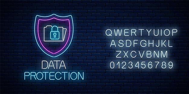 Ochrona danych świecący neon z alfabetem. internetowy symbol bezpieczeństwa cybernetycznego z tarczą, folderem i zamkiem.