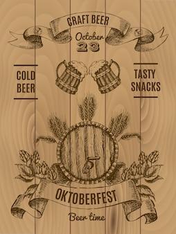Octoberfest plakat vintage z beczką piwa i kubkiem chmielu i jęczmienia na drewnianych deskach