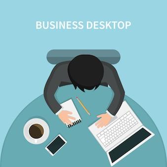 Odgórny widok osoba biznesu biurko z jego laptopem