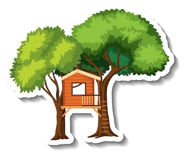 Odosobniony domek na drzewie z drewnianą drabiną