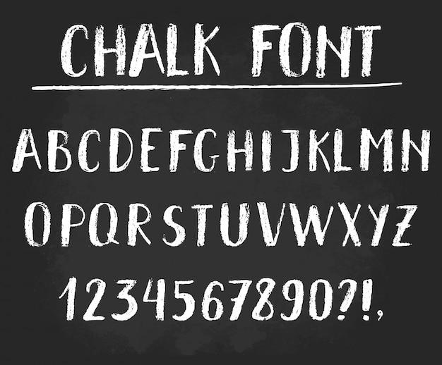 Odręcznie kredą alfabetu.