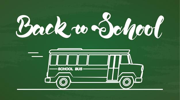 Odręczny napis z powrotem do szkoły z autobusem na tle tablicy