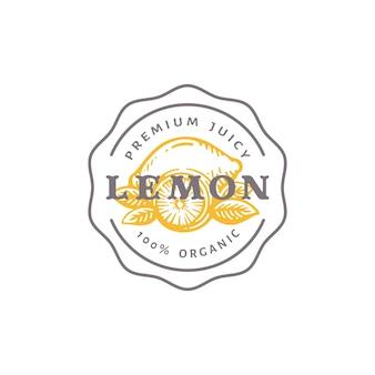 Odznaka cytryny lub szablon logo. ręcznie rysowane cytryny z liści szkic z typografią retro i granicami