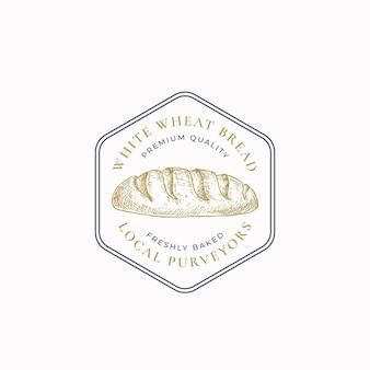 Odznaka ramki biały chleb pszenny lub logo szablon. ręcznie rysowane bochenek szkicu z retro typografii i obramowania. godło sześciokątne premium. odosobniony.