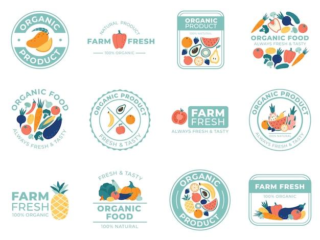 Odznaki świeżych owoców i warzyw. żywność ekologiczna, produkty naturalne i owoce letnie. zestaw ilustracji odznaka warzyw