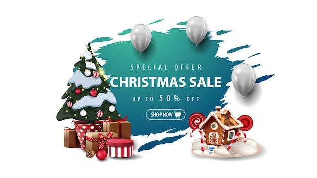Oferta specjalna, wyprzedaż świąteczna, baner z białymi balonami, choinka w doniczce z prezentami oraz świąteczny domek z piernika. niebieski transparent rozdarty na białym tle.