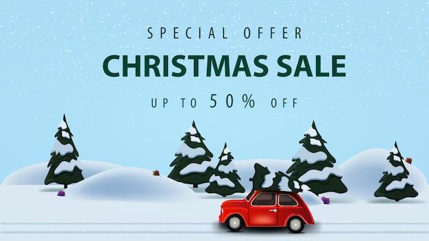 Oferta specjalna, wyprzedaż świąteczna, do 50% zniżki, banner internetowy z poziomym rabatem z piękną ilustracją wektorową z zimowym lasem sosnowym i czerwonym samochodem vintage przewożącym choinkę