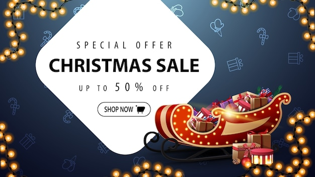 Oferta specjalna, wyprzedaż świąteczna, rabat do 50, niebieski baner rabatowy z girlandą i worek świętego mikołaja z prezentami