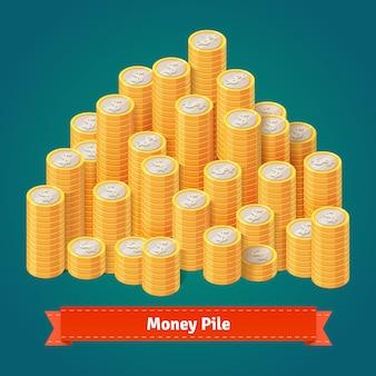 Ogromny stos ułożonych złotych monet.