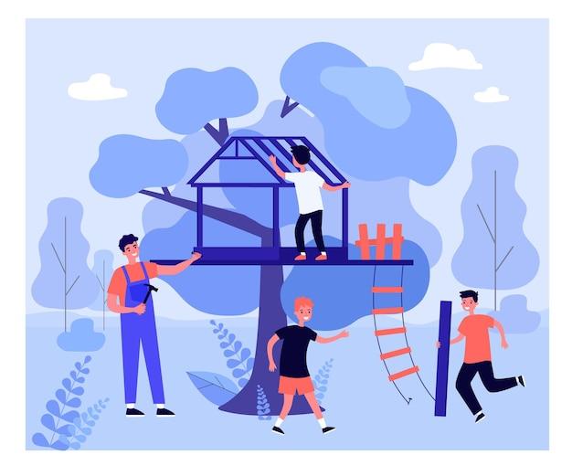 Ojciec i dzieci razem budują domek na drzewie. człowiek posiadający młotek i gwóźdź, syn niosący drewniane deski płaskie wektor ilustracja. rodzina, koncepcja aktywności na świeżym powietrzu na baner, projektowanie stron internetowych, strona docelowa