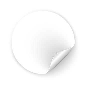 Okrągła pusta naklejka z zawiniętym rogiem i cieniem. realistyczna pusta biała etykieta promocyjna z zawiniętą krawędzią. przywieszka z ceną w kształcie koła.