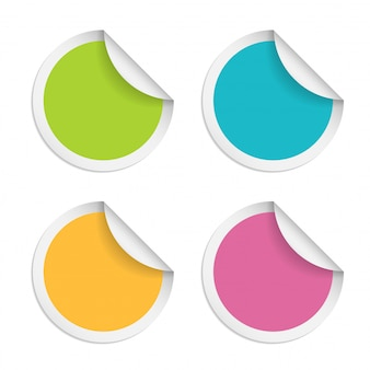 Okrągłe naklejki z zwinięte krawędź na białym tle