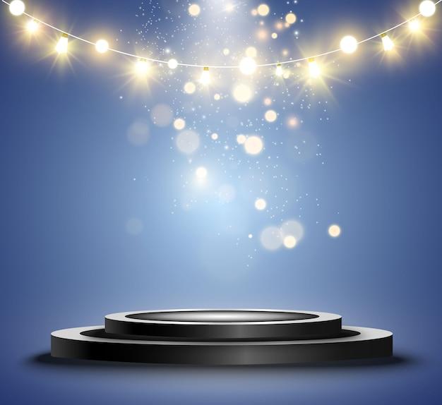 Okrągłe podium, cokół lub platforma, oświetlone reflektorami w tle. . jasne światło. światło z góry. miejsce reklamowe