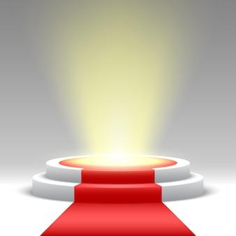 Okrągłe podium z czerwonym dywanem i reflektorem. piedestał.