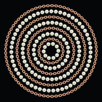 Okrągły wzór wykonany ze złotych łańcuchów i pereł.