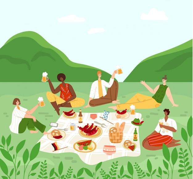 Oktoberfest lub festiwal piwa, grupa ludzi na pikniku na wsi, mężczyźni i kobiety rozmawiający, pijący piwo, świętujący -