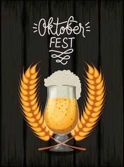 Oktoberfest tło z piwem