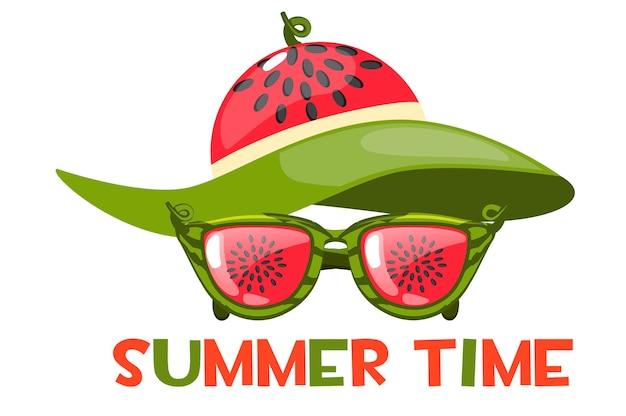 Okulary przeciwsłoneczne i arbuzowy kapelusz plażowy w lecie. czas letni napis lub logo.