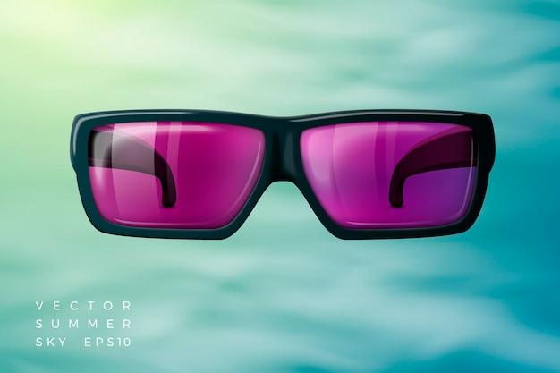 Okulary przeciwsłoneczne na letnim niebie z miękkimi chmurami i jasnym słońcem