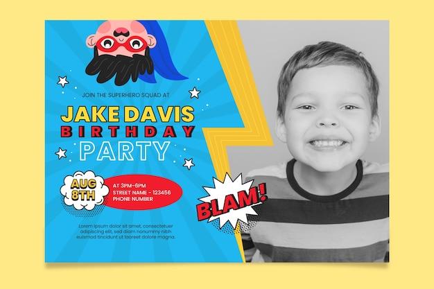 Organiczne płaskie zaproszenie na urodziny superbohatera ze zdjęciem