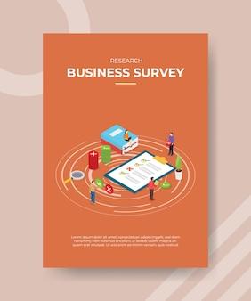 Osoby biorące udział w ankiecie biznesowej wydają opinię na papierze formularza do szablonu ulotki
