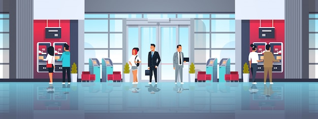 Osoby oczekujące linia samoobsługowa terminal płatniczy atm