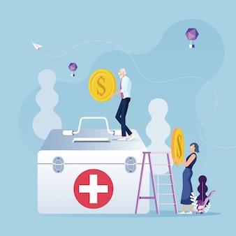 Osoby w podeszłym wieku koncepcja oszczędności - osoby w podeszłym wieku pracownik oszczędza pieniądze na leczenie