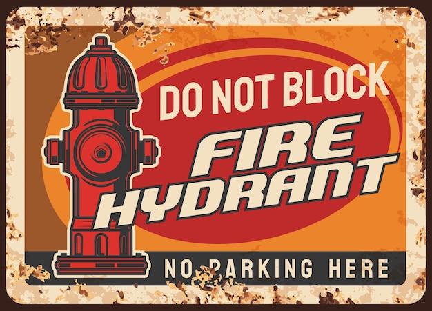 Ostrzeżenie o blokowaniu hydrantu przeciwpożarowego, zardzewiała metalowa płyta z regulacją parkowania