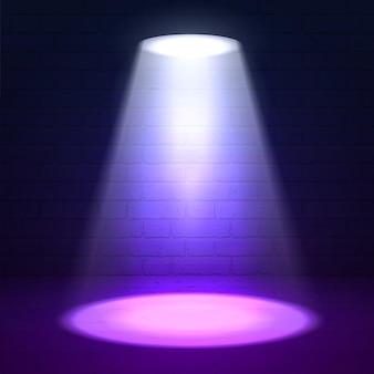 Oświetlenie sceny. efekty połysku na ciemnym tle ściany grunge. jasne oświetlenie z reflektorami i efektami poświaty