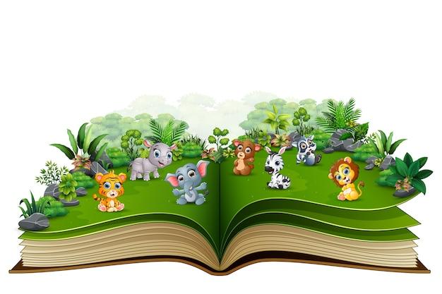 Otwarta książka z dziecko zwierzęcą kreskówką w parku