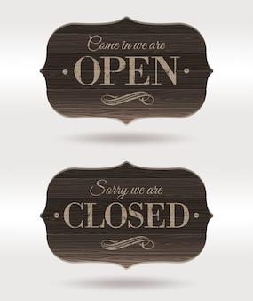 Otwarte i zamknięte - retro drewniane tabliczki.