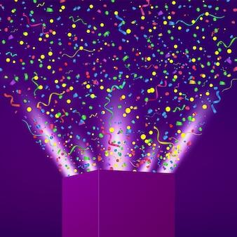 Otwarte pudełko z fajerwerkami z kolorowych konfetti i serpentyny. tło wakacje