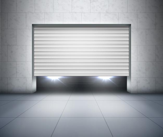 Otwierana żaluzja i reflektory samochodowe w garażu ze ścianą z szarego betonu