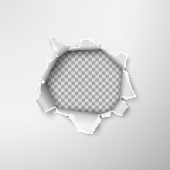 Otwór w pustym arkuszu papieru. szorstkie, podarte krawędzie papieru. ilustracja na przezroczystym tle