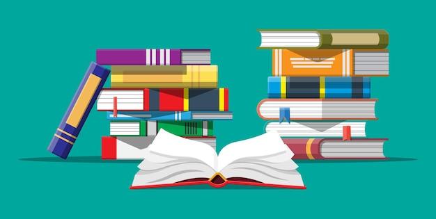 Otwórz książkę z odwróconymi stronami i stosem książek. czytanie, edukacja, e-book, literatura, encyklopedia.