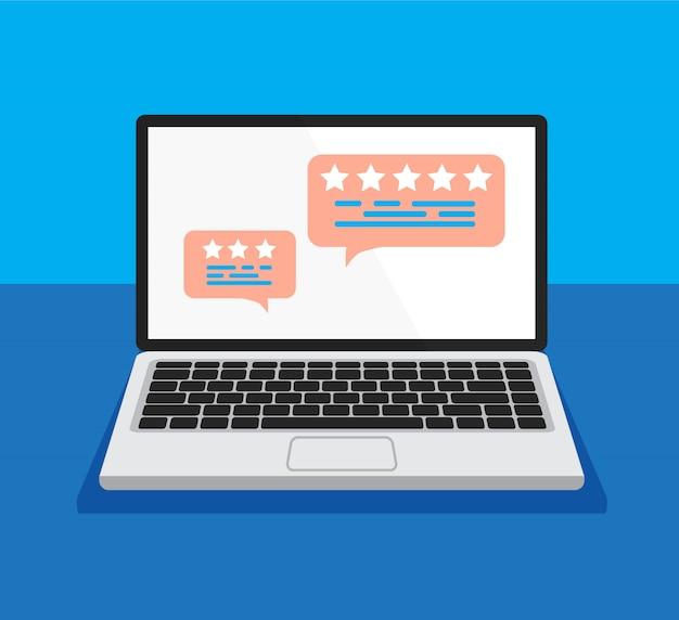 Otwórz laptopa z oceną recenzji na ekranie. przejrzyj mowy bąbelkowe na ekranie komputera. koncepcja przemówień bańki.