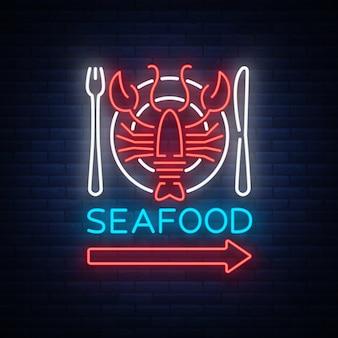 Owoce morza neonowe logo ikona ilustracja. godło homara, reklama neonowa, nocny znak dla restauracji, kawiarni, baru z owocami morza. świecący baner, szablon dla twoich projektów