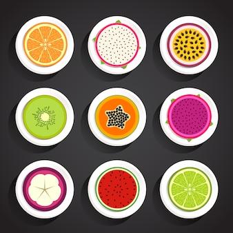 Owoce przekrojone na pół