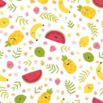 Owocowy kreatywnie bezszwowy wzór. śmieszne postacie tropikalne z radosnymi twarzami w kwiatach i liściach palmowych. kreskówka w ręcznie rysowane stylu skandynawskim. arbuz ananasowy cytrynowy limonkowy truskawkowy