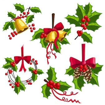 Ozdoba świąteczna z ostrokrzewu z dzwoneczkami, kokardą i szyszkami