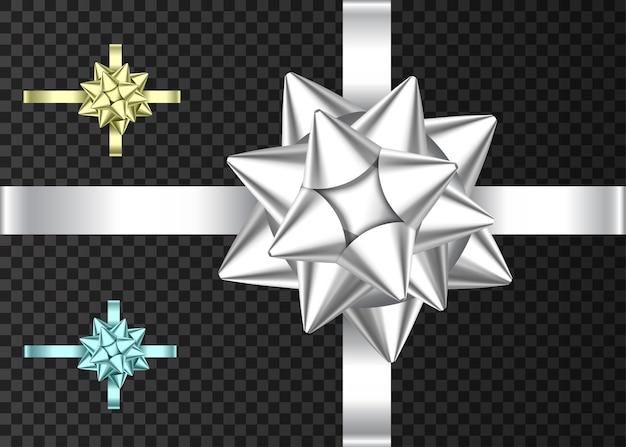 Ozdobna srebrna, niebieska i złota wstążka prezentowa i kokardka na ciemnym tle