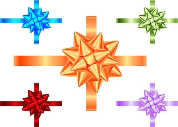 Ozdobna wstążka prezent i łuk na białym tle. dekoracja świąteczna niebieski, fioletowy, zielony, pomarańczowy, czerwony. wektor zestaw elementów wystroju na baner, kartkę z życzeniami, plakat.