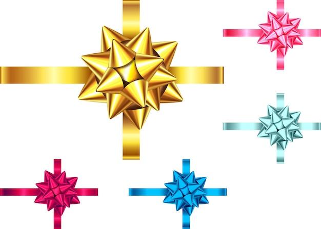 Ozdobna wstążka prezent i łuk na białym tle. niebieska, czerwona, różowa, złota ozdoba świąteczna. wektor zestaw elementów wystroju na baner, kartkę z życzeniami, plakat.