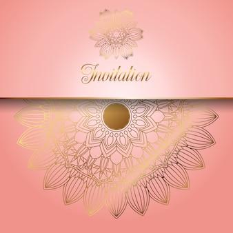 Ozdobny różowy ze złotymi ornamentami zaproszenie