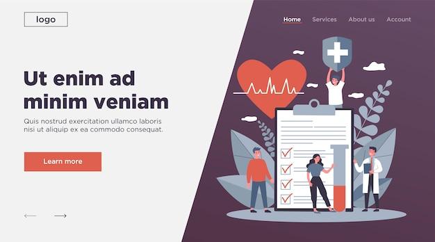 Pacjenci i lekarz reklamujący ubezpieczenie zdrowotne
