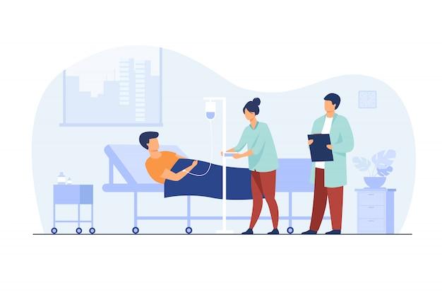 Pacjent leżący w łóżku podczas intensywnej terapii